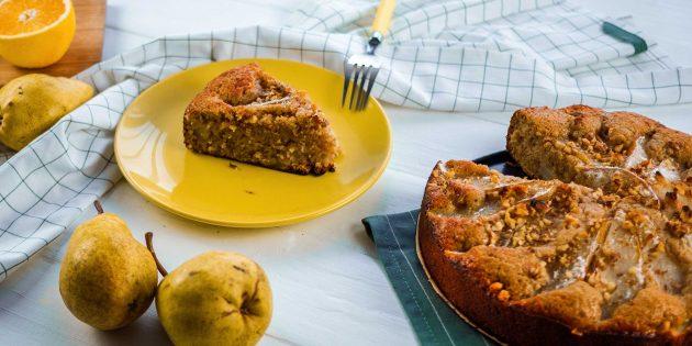 Пирог с грушами, грецкими орехами и корицей