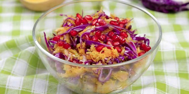 Как приготовить салат из свежей тыквы с красной капустой, яблоками и гранатом
