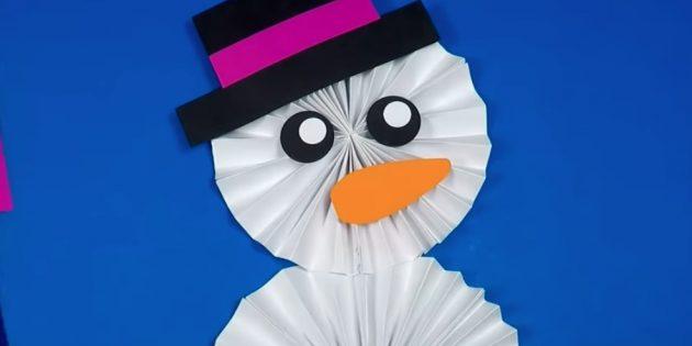 как сделать снеговика: сделайте глаза и нос