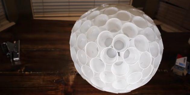 Сделайте из стаканчиков шар