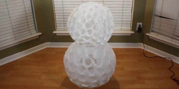 как сделать снеговика: соедините два шара