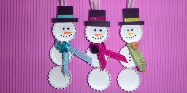 Как сделать снеговика своими руками из крышек