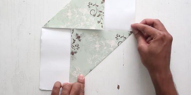 как сделать конверт: загните нижний угол