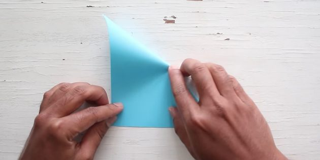 конверт своими руками: согните бумагу в другую сторону