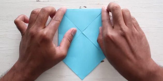 конверт своими руками: загните верхний угол