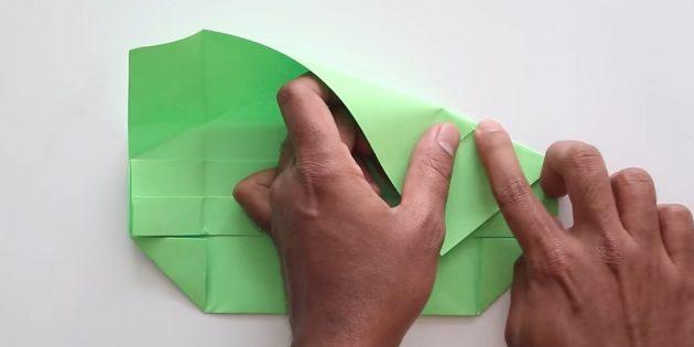 конверт своими руками без клея: загните правую часть и наметьте сверху сгибы