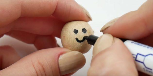 Как сделать ёлочные игрушки: нарисуйте мордочку