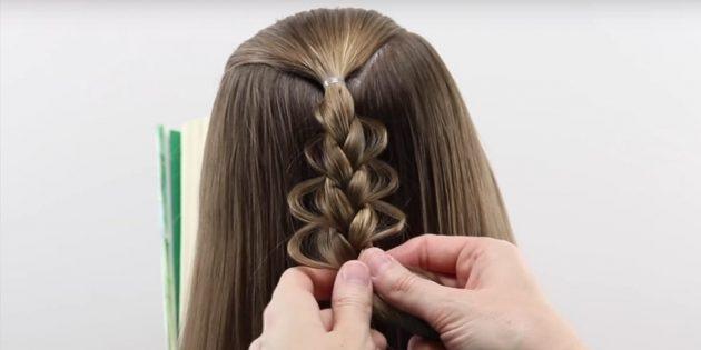 Продолжайте заплетать и вытягивать волосы