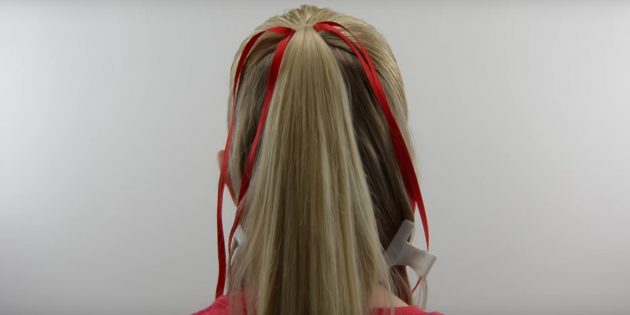 новогодние причёски для девочек: разделите волосы и привяжите ленты