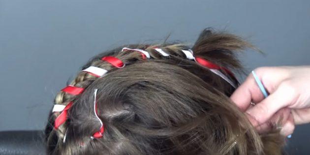 новогодние причёски для девочек: оберните лентами всю косу