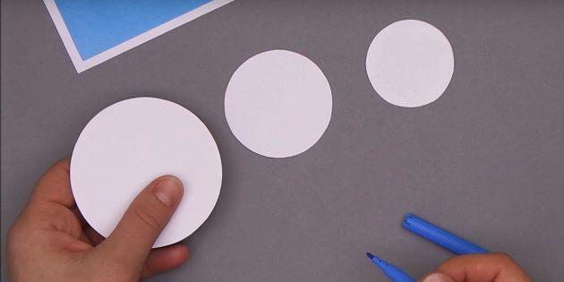 как сделать новогоднюю открытку: вырежьте кружочки