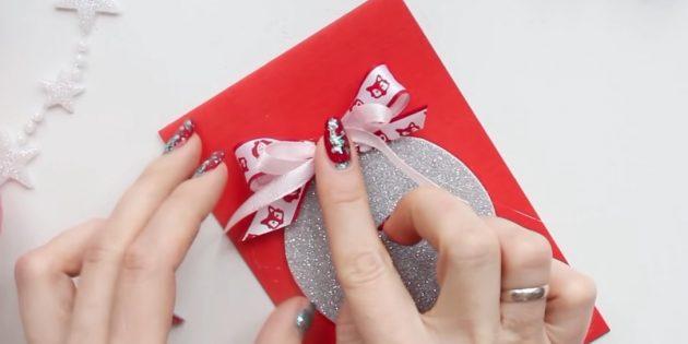 открытки на новый год своими руками: добавьте второй бантик