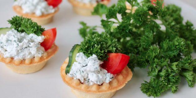 Тарталетки с фетой, помидором и огурцом: лучший рецепт