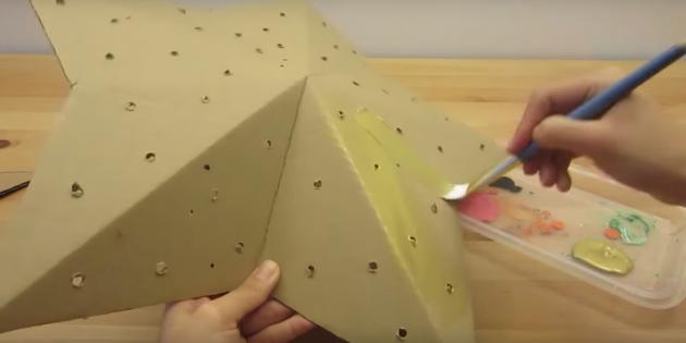 Как сделать светильник: сделайте отверстия и покрасьте звезду