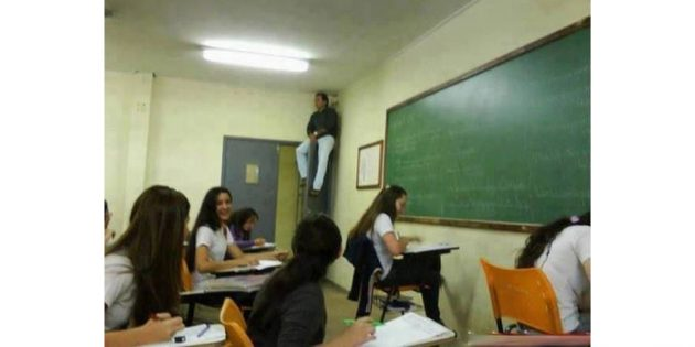учитель на экзамене