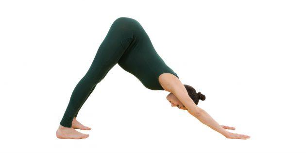 Йога для беременных: собака мордой вниз (адхо мукха шванасана)