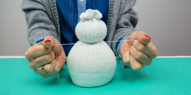 Снеговик своими руками: обозначьте шею
