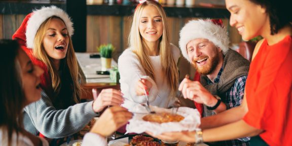 30 крутых подарков друзьям на Новый год