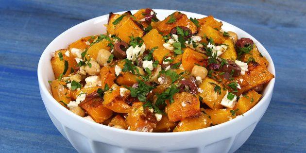 Рецепты: Салат из тыквы с нутом, оливками, орехами и медовой заправкой