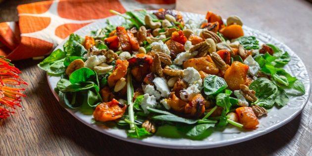 Как приготовить салат из запечённой тыквы со шпинатом, сыром и орехами
