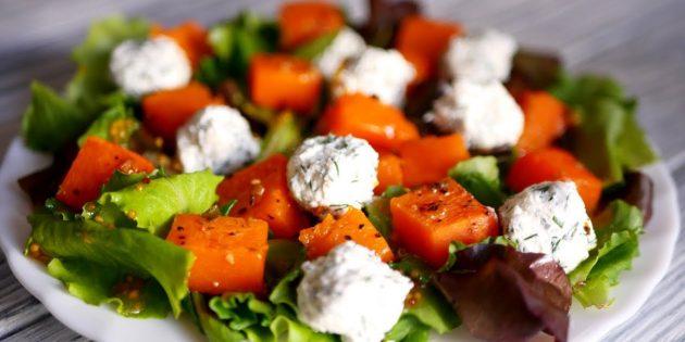 Салат с тыквой, зеленью и сырно-чесночными шариками