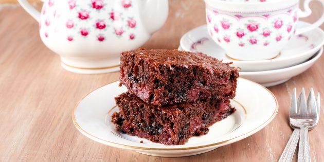 Шоколадно-вишнёвый кекс: простой рецепт