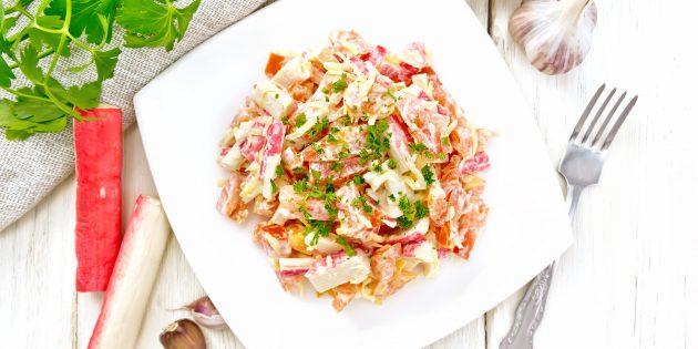 Салат с помидорами, крабовыми палочками и сыром: лучший рецепт