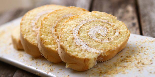 Бисквитный рулет на сгущёнке с лимоном и сливками: простые рецепты
