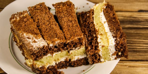 Двухцветный торт на сгущёнке со сметанным кремом