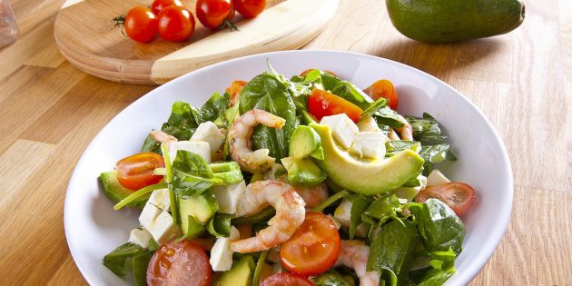 10 neveroyatno appetitnyh salatov s krevetkami