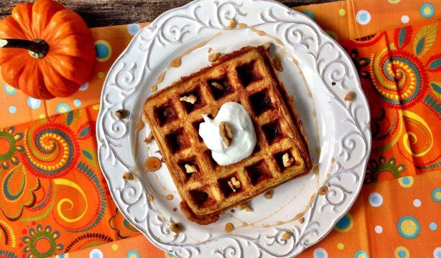 Тыквенные вафли на молоке и греческом йогурте
