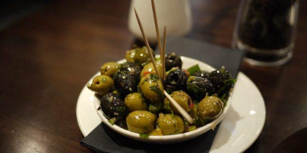 Оливки в маринаде с чесноком и халапеньо
