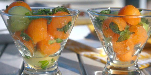 Салат с дыней, лаймом, мятой и имбирём