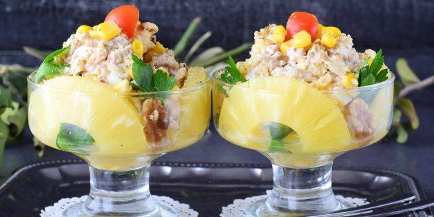 простой рецепт салата с грецкими орехами, ананасами и курицей