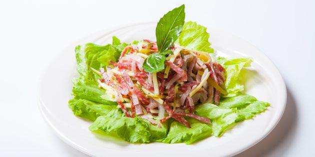 Салат с копчёной колбасой, огурцами и сыром