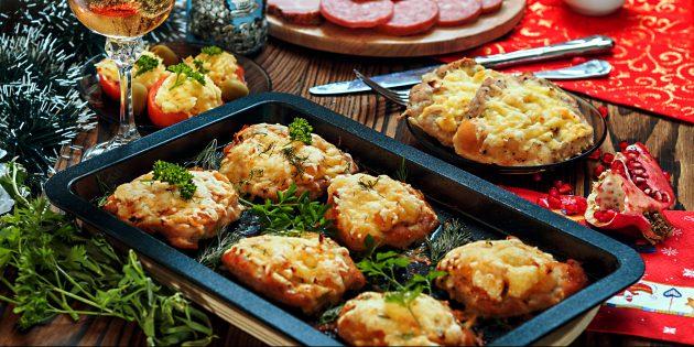как приготовить мясо по-французски с картошкой, помидорами и сыром