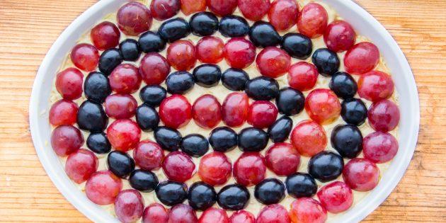 Салат «Тиффани» с грецкими орехами, курицей и виноградом