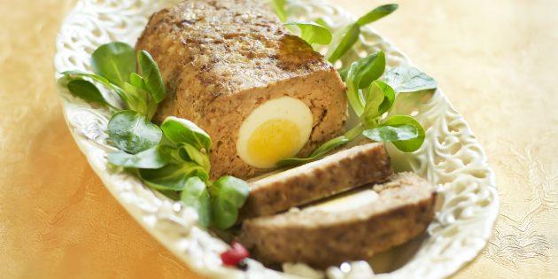 Мясной рулет из свиного фарша с яйцами