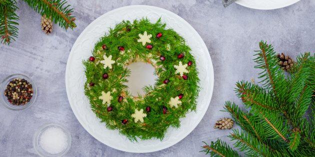 Рецепты салатов на Новый год: «Рождественский венок» с говядиной и маринованным луком