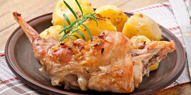 Кролик в духовке с луком и картошкой: простой рецепт