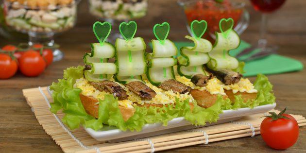 Бутерброды на праздничный стол со шпротами, яйцом и свежим огурцом