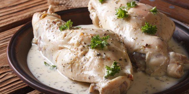 Кролик в духовке со сливками, соевым соусом и луком: простой рецепт