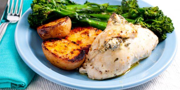 Куриное филе с начинкой из творога и зелени: простой рецепт