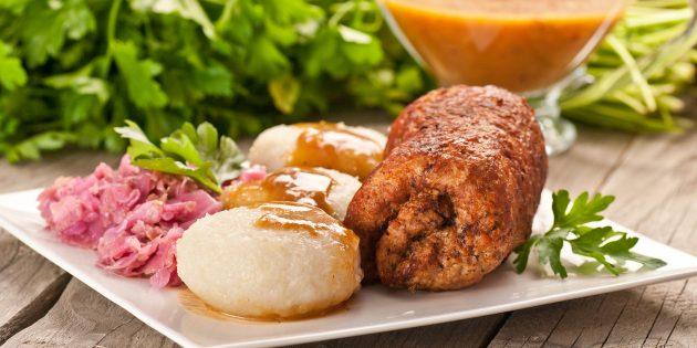 Мясной рулет из говяжьего фарша с сыром и болгарским перцем