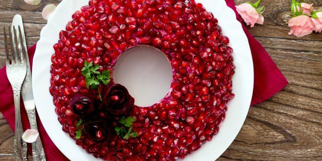 Рецепт салата «Гранатовый браслет» с говяжьим языком и кедровыми орехами
