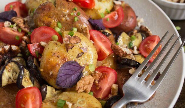 Тёплый салат из молодого картофеля с горчичным соусом