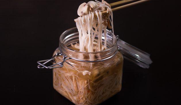 Домашний грибной суп быстрого приготовления с фунчозой