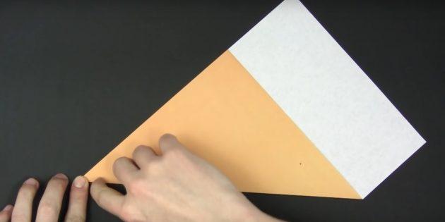 как сделать снежинки из бумаги: вырежьте квадрат