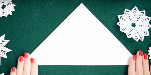 как сделать снежинки из бумаги своими руками: сложите квадрат