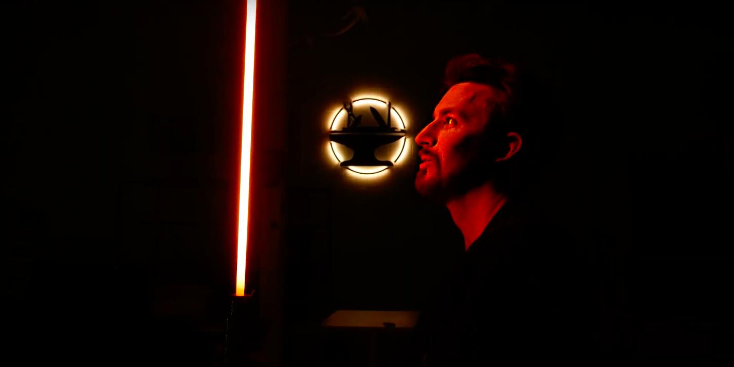 Видео дня: ютубер сделал настоящий световой меч